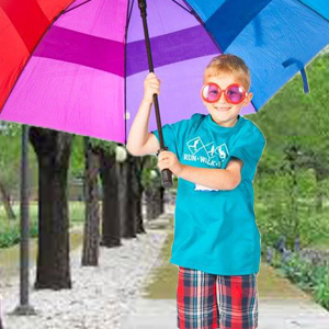 kid with umbrella
